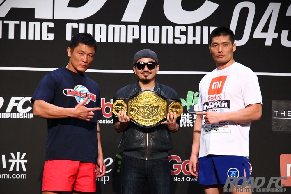 Xiaomi ROAD FC 043 official weigh in results for Interim Middleweight Title Choi Young vs Kim Hoon -