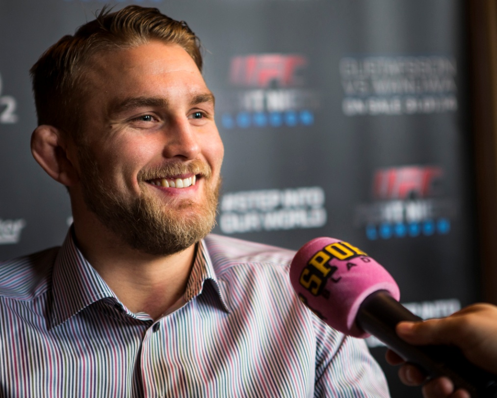 Gustafsson bets on DC! Whose side are you on? -