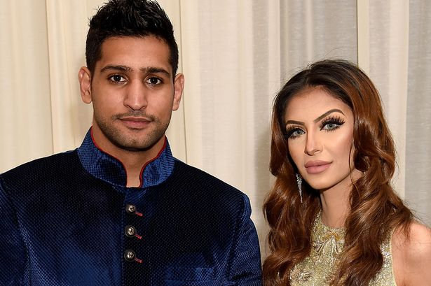 Ghar kee baat, ghar mein rehni chahiye. Amir Khan announces split from wife on twitter -