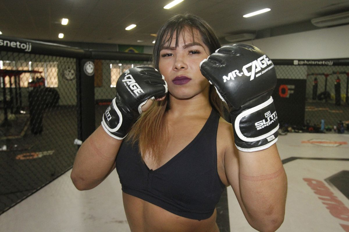 MMA: Transgender fighter Anne Veriato defeats a man in her MMA debut - Anne Veriato