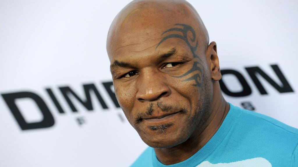 Boxing News: Mike Tyson knocks-out Steven Seagal in a movie scene - M