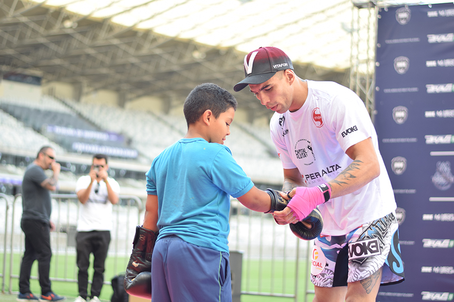 Brave 11 open workout provides first taste of MMA to underprivileged kids -