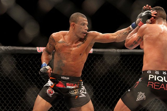 UFC on Fox 29 Results: Alex Oliveira Chokes Out Carlos Condit in the 2nd Round -