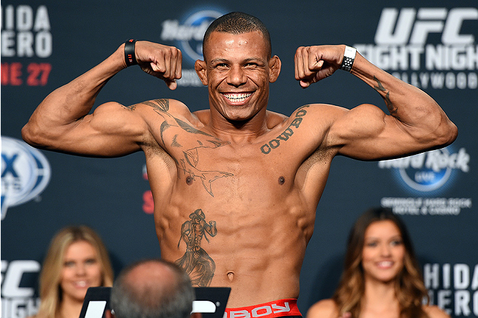 UFC: Alex Oliveira discussed as a replacement for Santiago Ponzinibbio against Kamaru Usman - Alex Oliveira