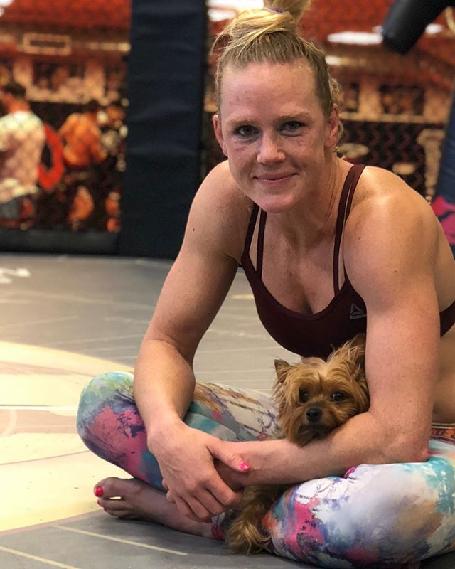 UFC : Holly Holm 'wants my 135-pound title back,' but is still weighing options -
