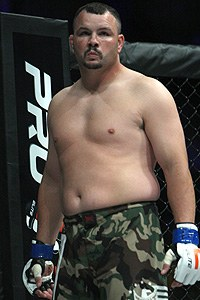 MMA veteran Jonathan Ivery fakes heart attack, then stops punching opponent and quits - Jonathan Ivery