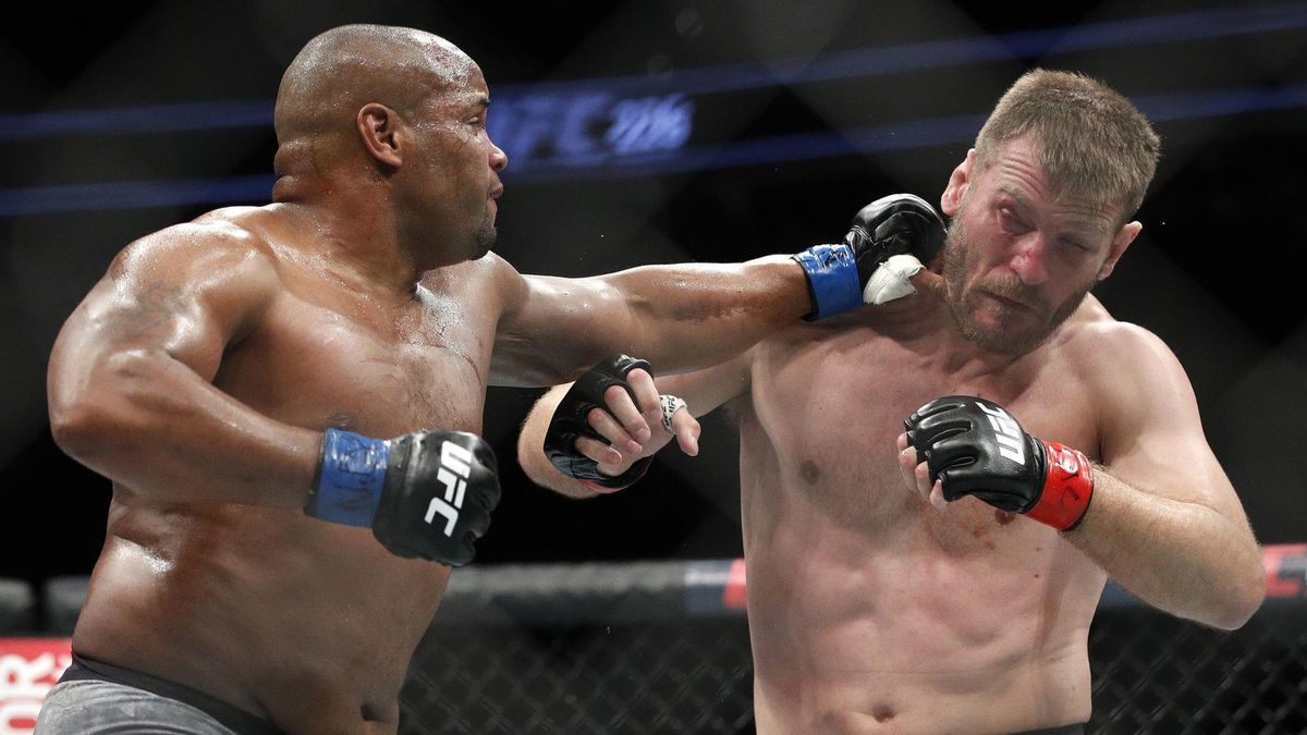 UFC: Daniel Cormier knocks out Stipe Miocic in the first round (VIDEO) - Miocic