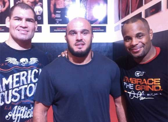 UFC: Ilir Latifi warns Daniel Cormier : I'll finish you in 2 - latifi