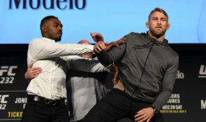 Jon Jones shoves Gustafsson during UFC 232 face off!! (VIDEO) - Jones