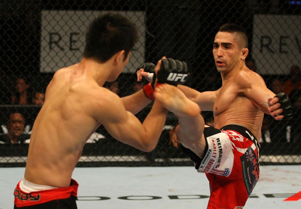 Ricardo Lamas finished Darren Elkins despite a blood clot in his leg - UFC