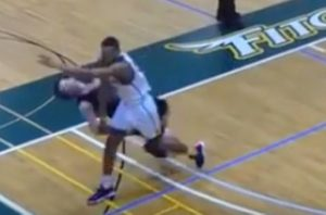 VIDEO: Watch the nasty elbow KO landed by college basketball player when losing the game - College