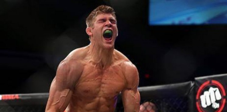 NSFW: Bellator Champion Brent Primus sets sparring partner's bloody nose with his hands after accidentally breaking it -