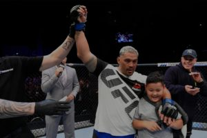 Twitter reacts to Mark Hunt's farewell fight in the UFC and his loss to Justin Willis - Hunt
