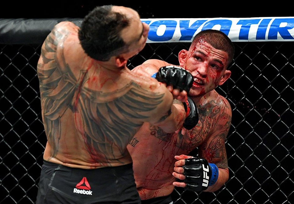 Without broken hand, Anthony Pettis feels Tony Ferguson would have been done -
