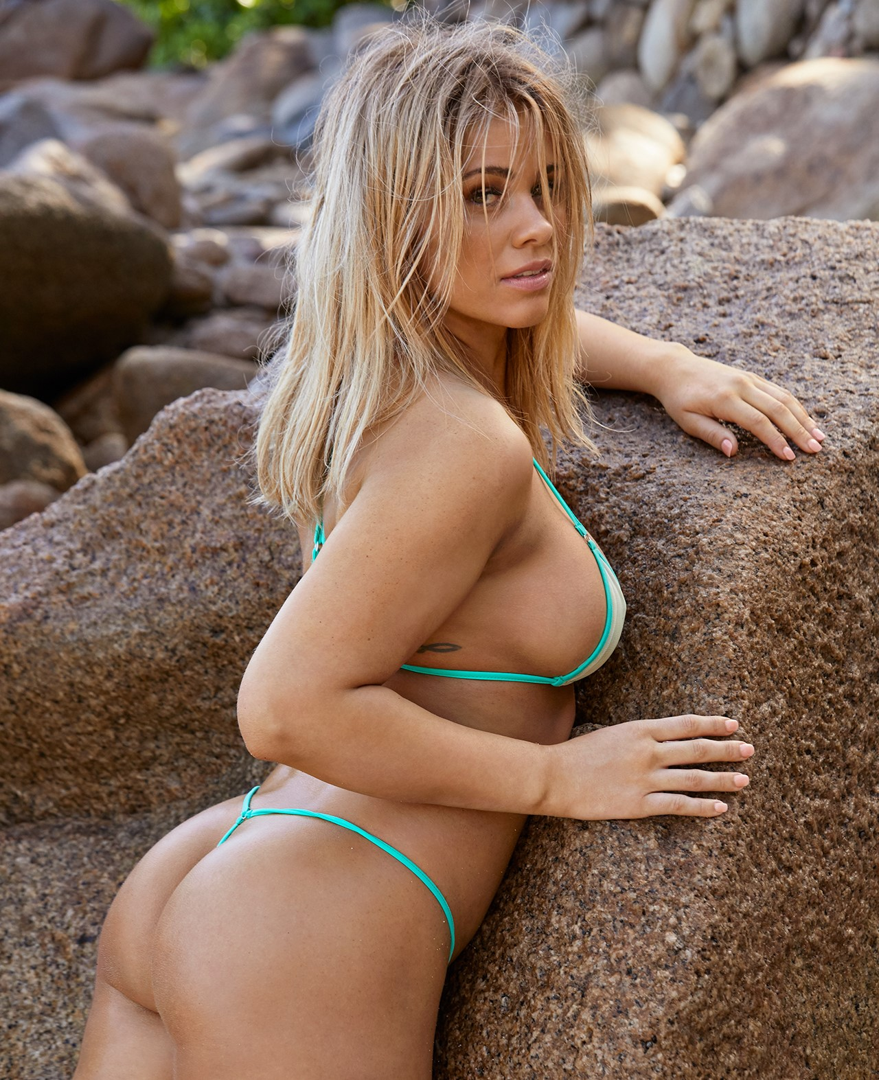 WATCH: BTS with Sports Illustrated's swimsuit photoshoot of Paige VanZant -