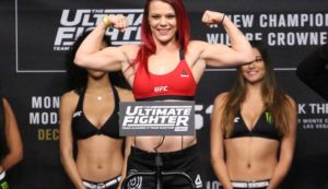 Watch: UFC fighter Gillian Robertson says she'll even fight Dana White in order to get ranked - Robertson
