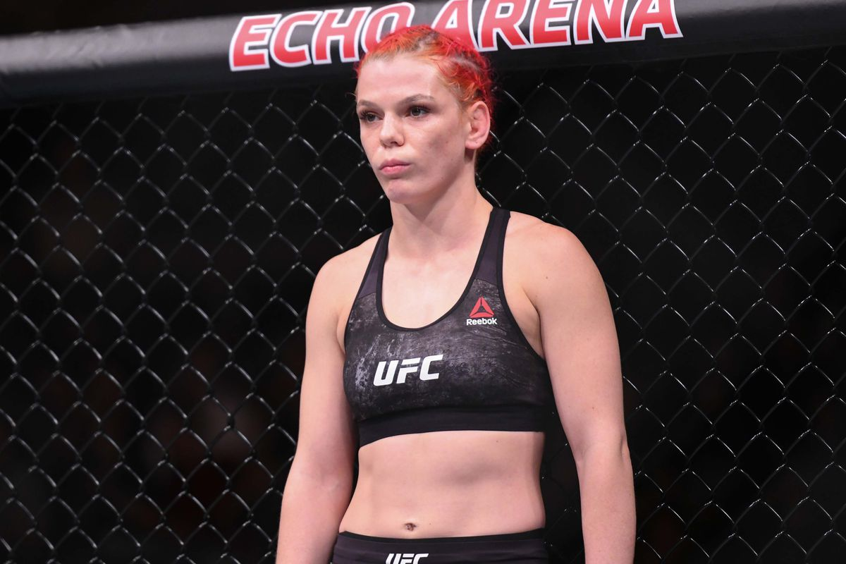 Gillian Robertson wants to derail 'hype train' Maycee Barber -