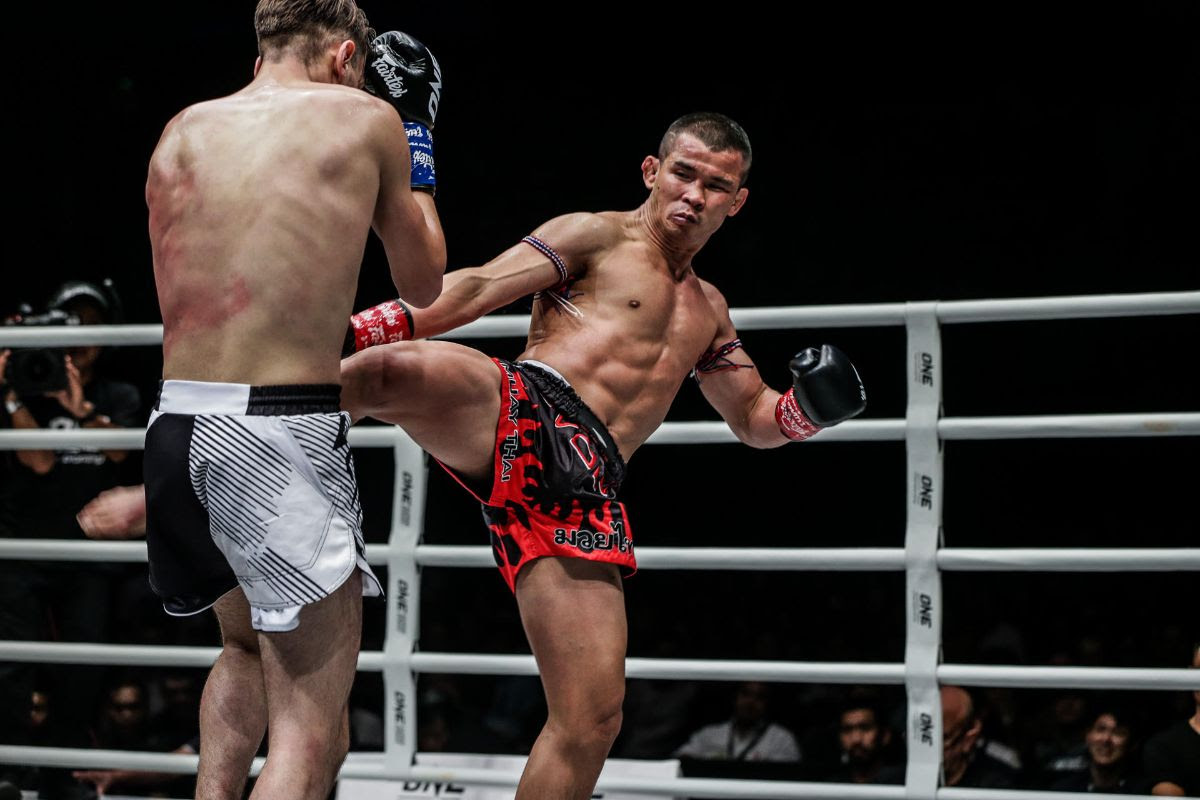 NONG-O GAIYANGHADAO RETAINS ONE BANTAMWEIGHT MUAY THAI WORLD TITLE WITH SPLIT DECISION OVER BRICE DELVAL -