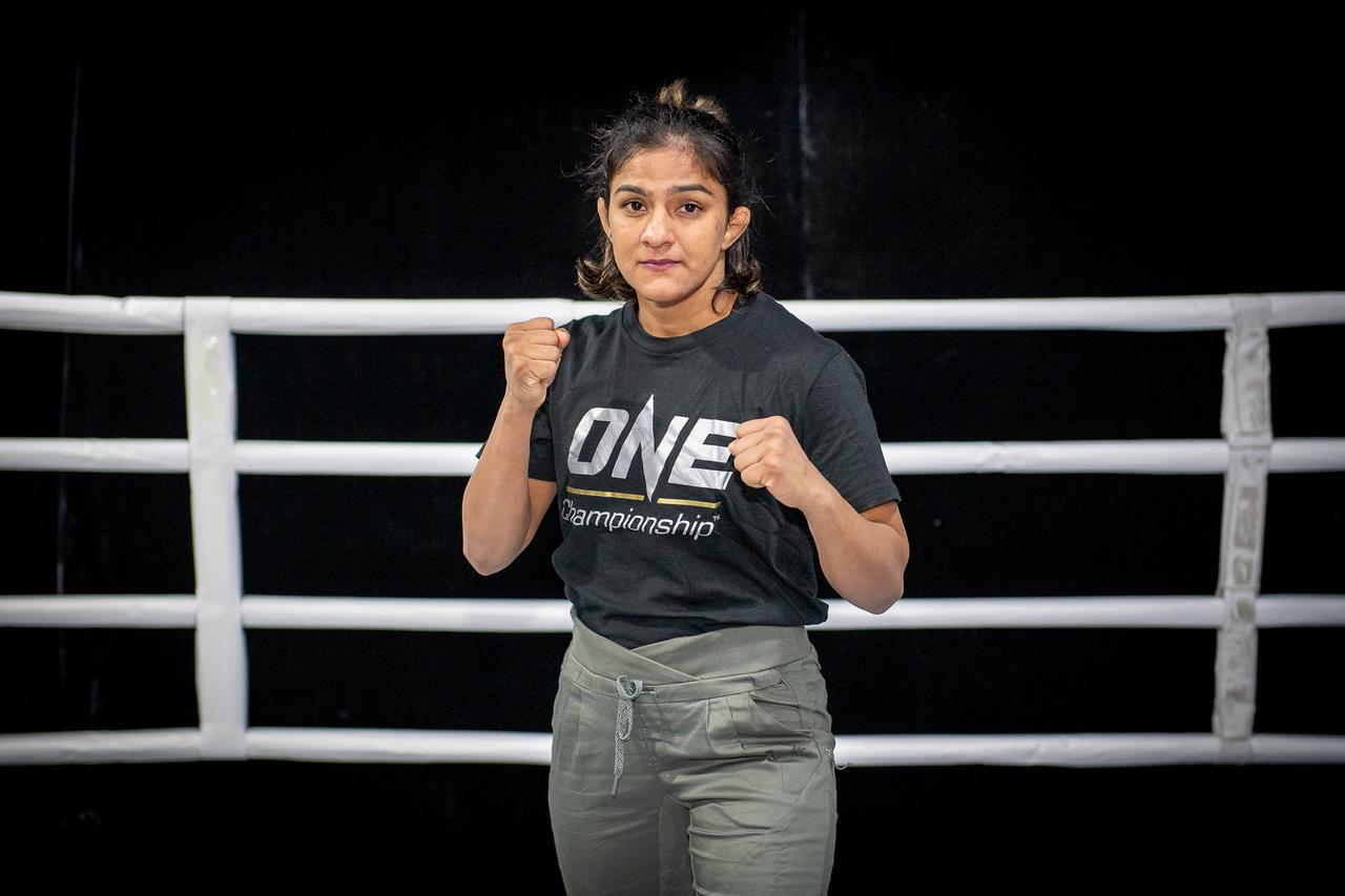 ONE Age of Dragons: Ritu Phogat picks up a dominant first round win in her professional MMA debut - Phogat