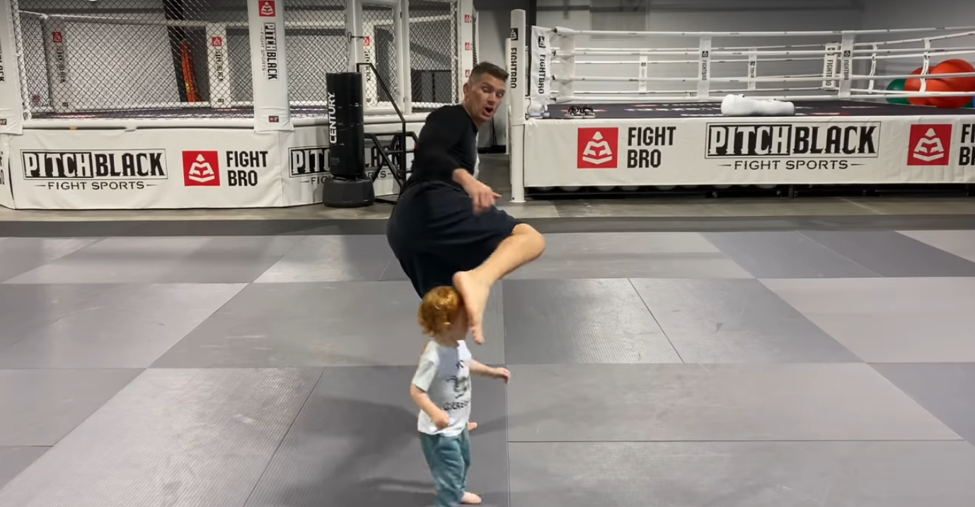 UFC: Stephen Thompson almost kicks a kid during a hook kick demonstration - Thompson