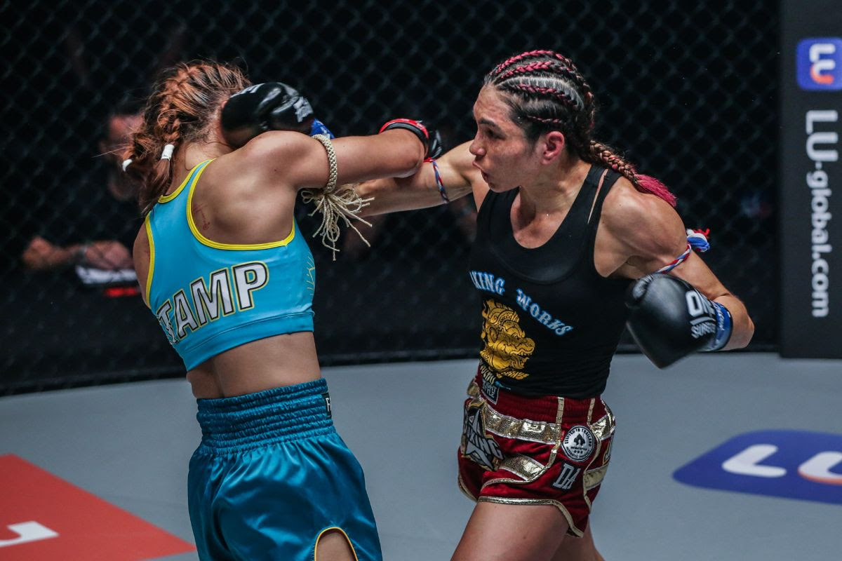 JANET TODD STUNS STAMP FAIRTEX TO WIN ONE ATOMWEIGHT KICKBOXING WORLD TITLE BY SPLIT DECISION - Muay Thai