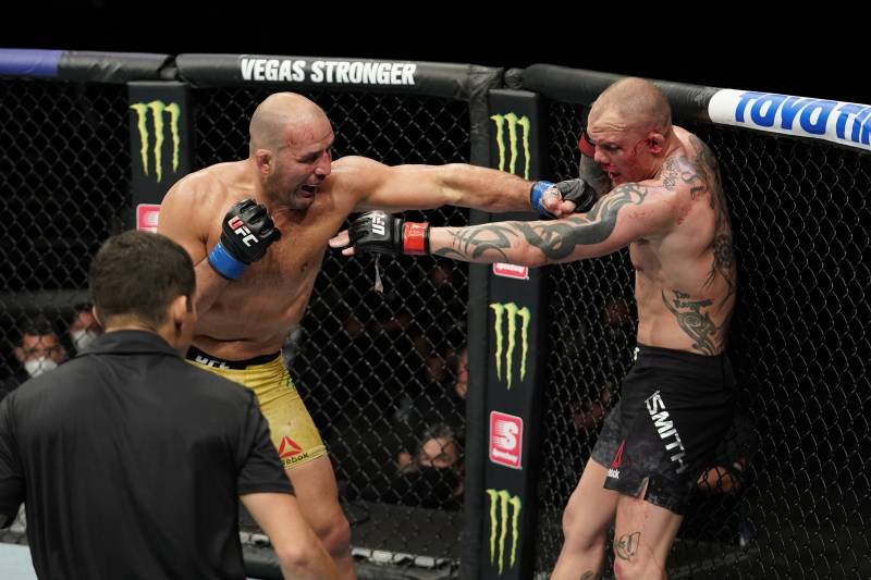 Anthony Smith defends his corner not stopping fight : 'People are a little soft during the pandemic' - Anthony Smith