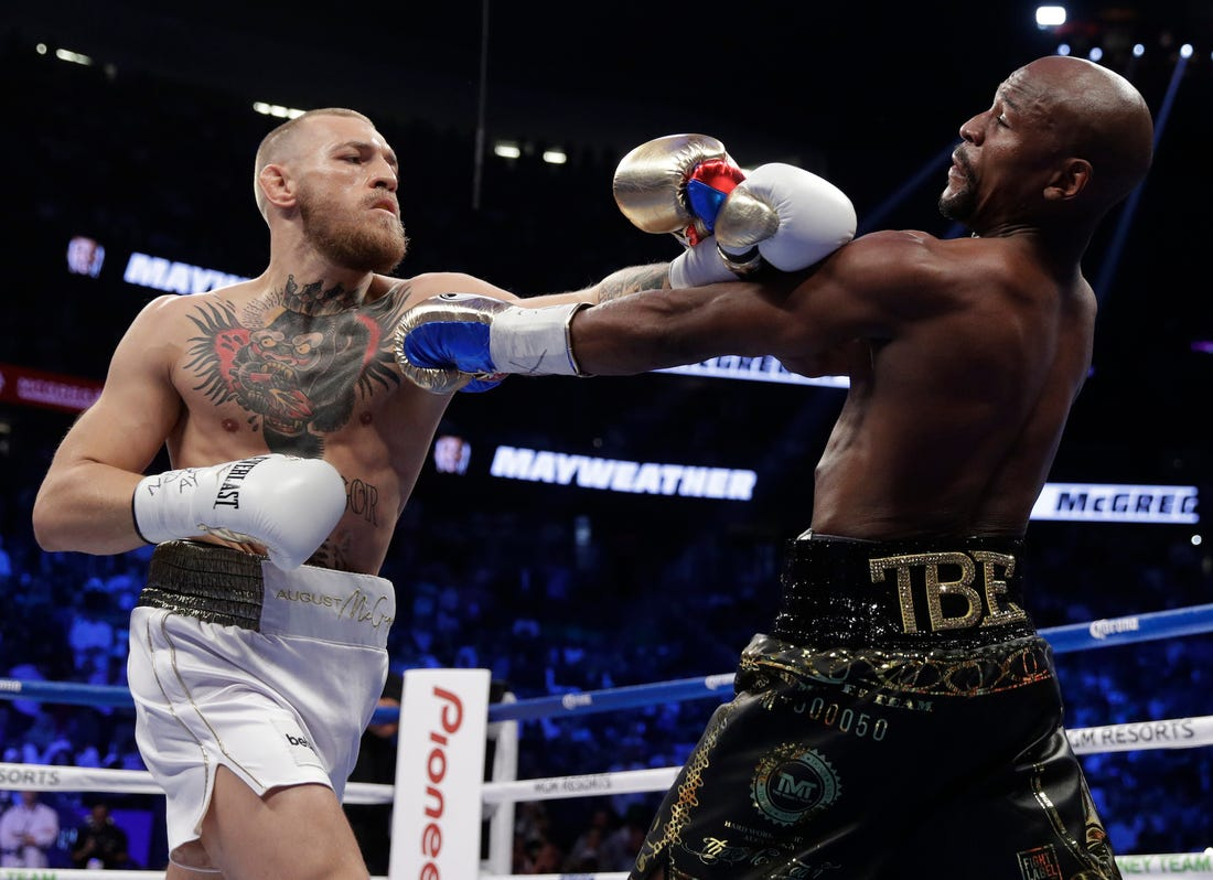 """Conor McGregor on his fight with Floyd Mayweather: """"I carried Floyd for his final boxing match"""" - Mayweather"""