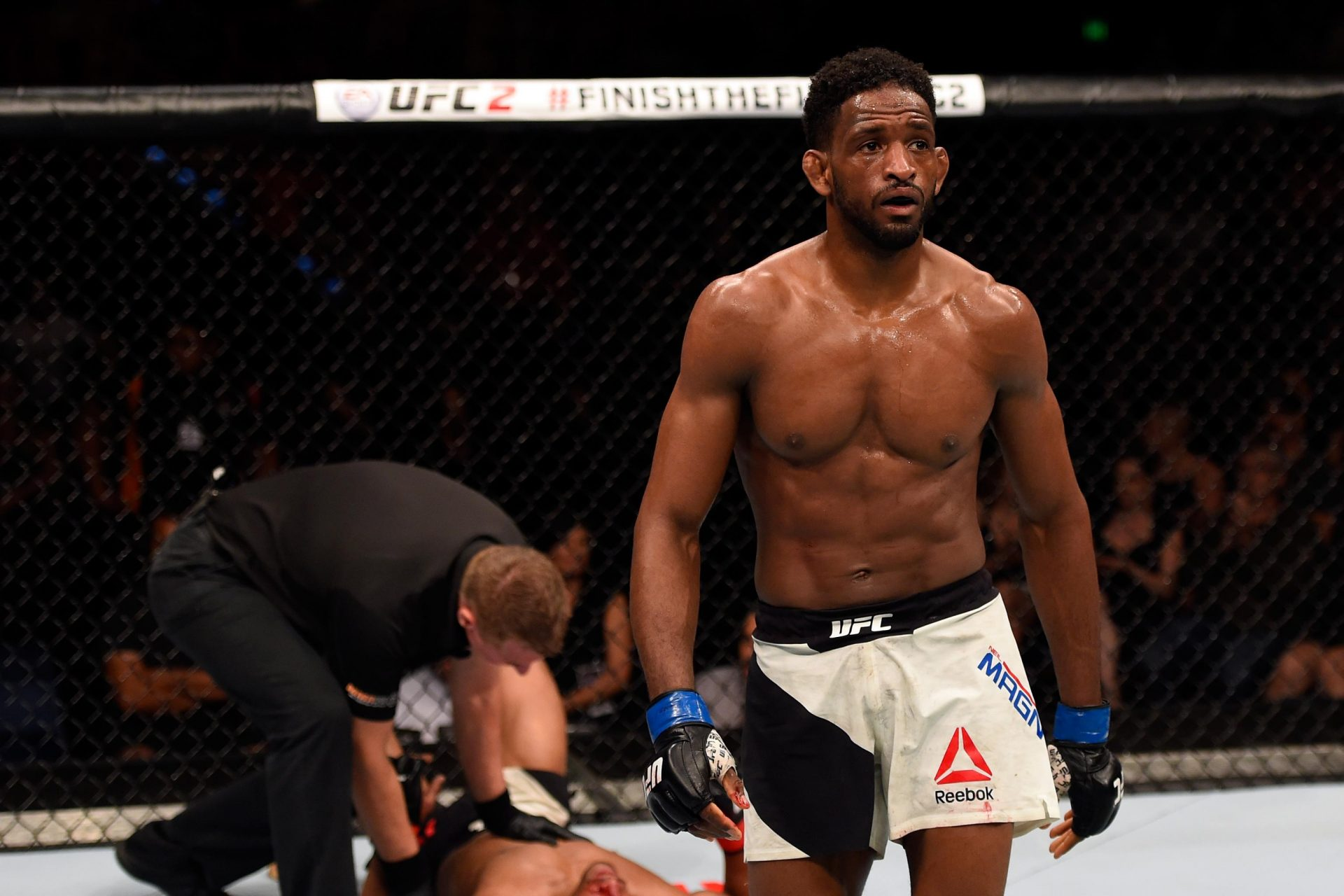Neil Magny gets win over Robbie Lawler