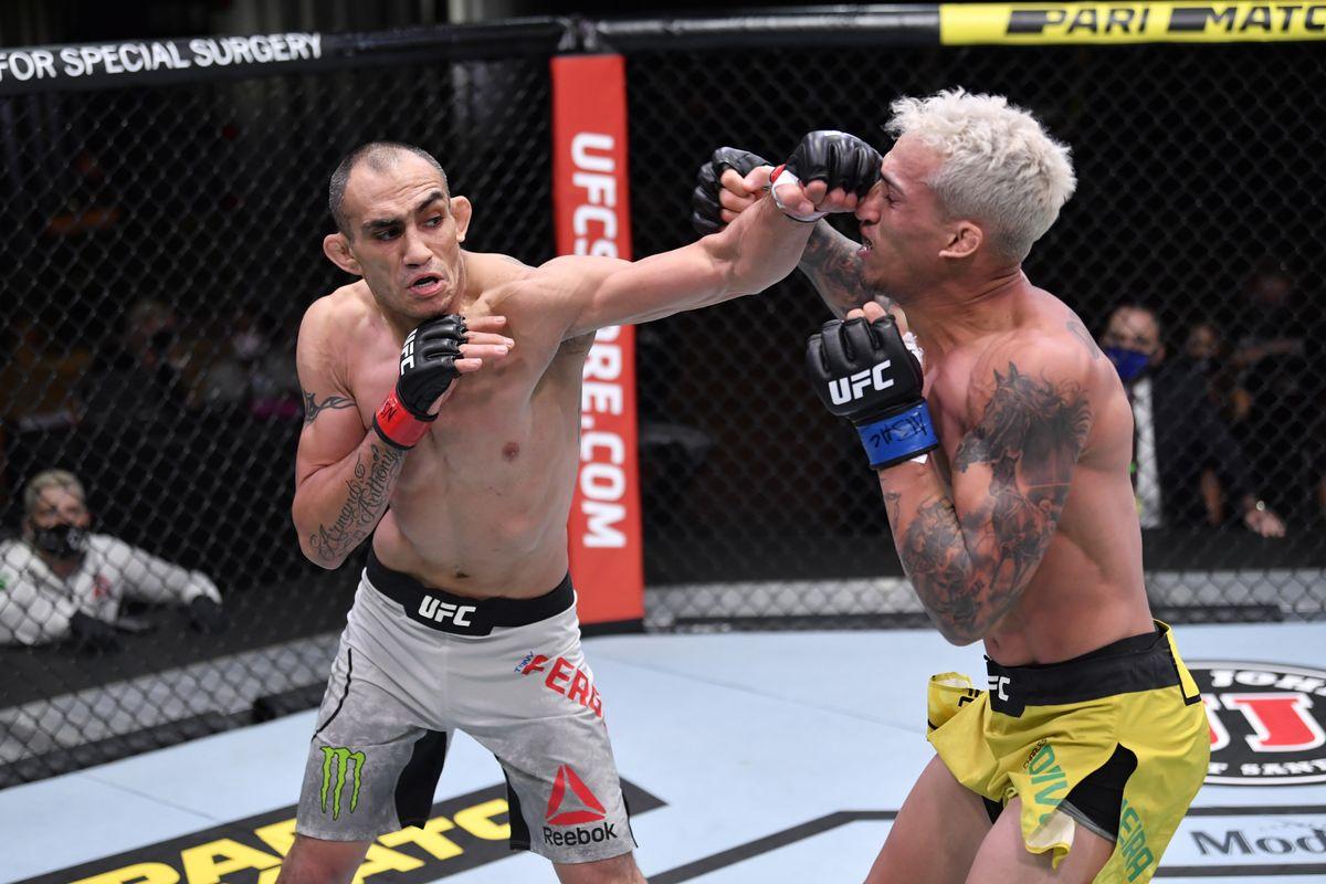 "Tony Ferguson says Charles Oliveira ""was mentally broken"" in the first round of their fight - Tony Ferguson"