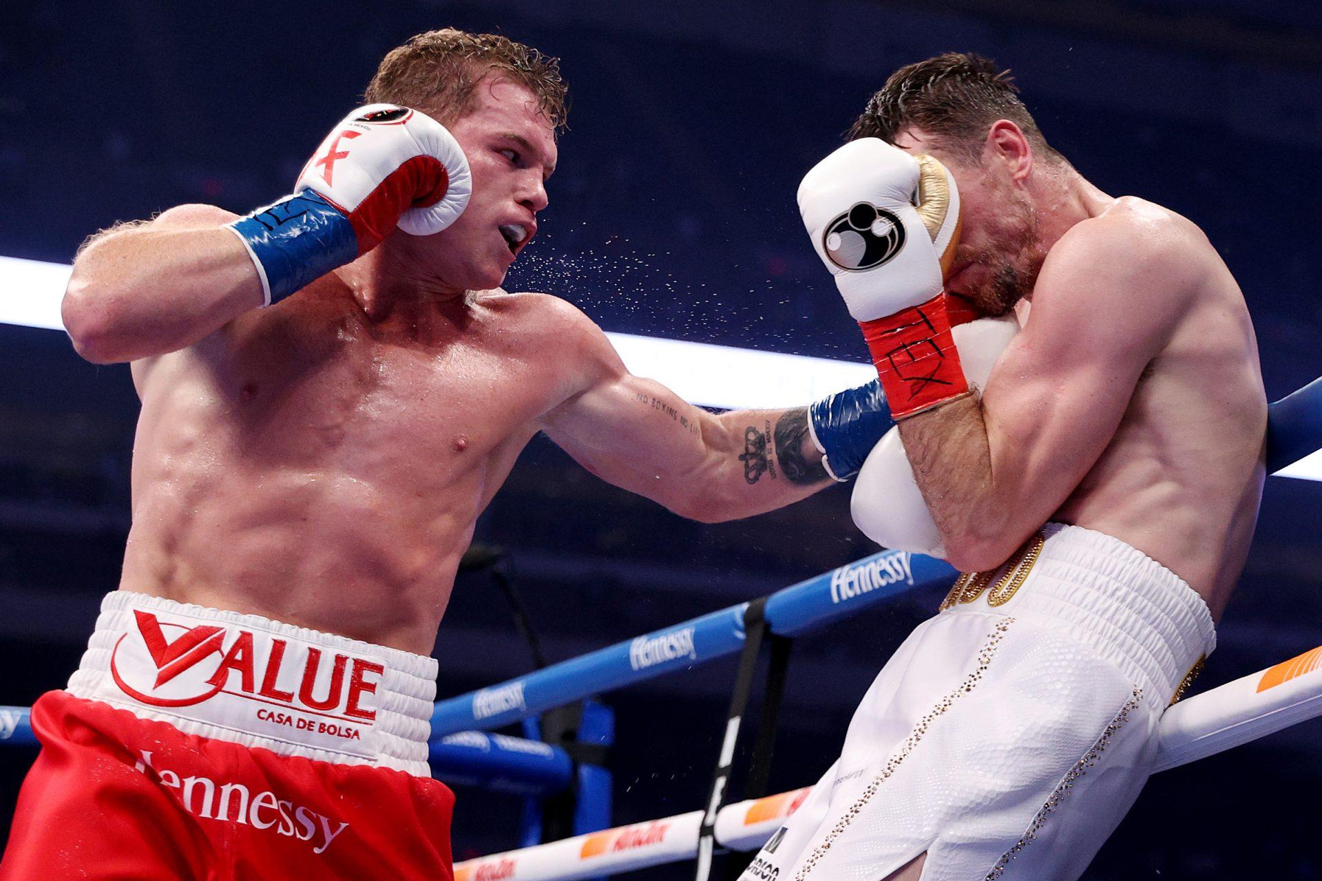 Canelo Alvarez defeats Callum Smith to become WBC and WBA super middleweight championship - Canelo Alvarez