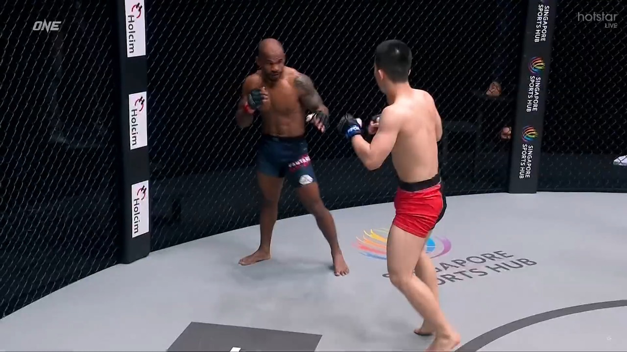 Xei Wei defeats Kantharaj Agasa via TKO in Round 2 - Kantharaj Agasa