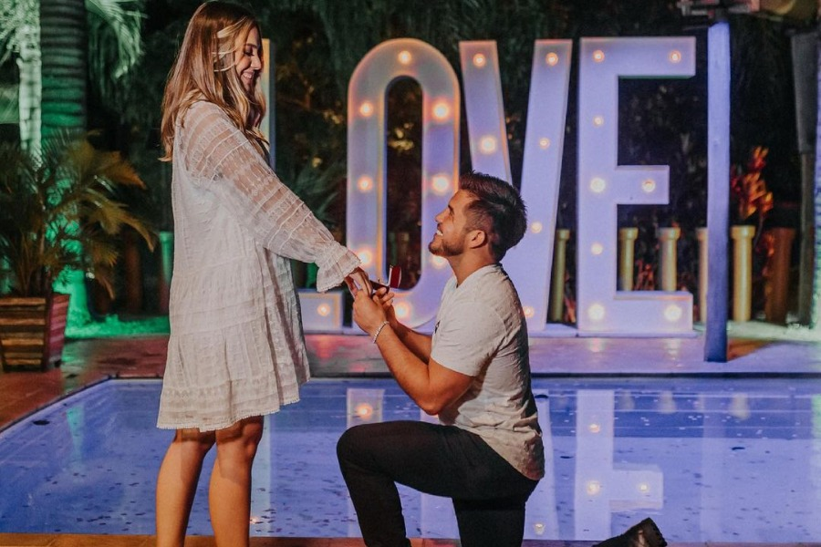 Henry Cejudo finally bends his knee and proposes to his girlfriend - Cejudo