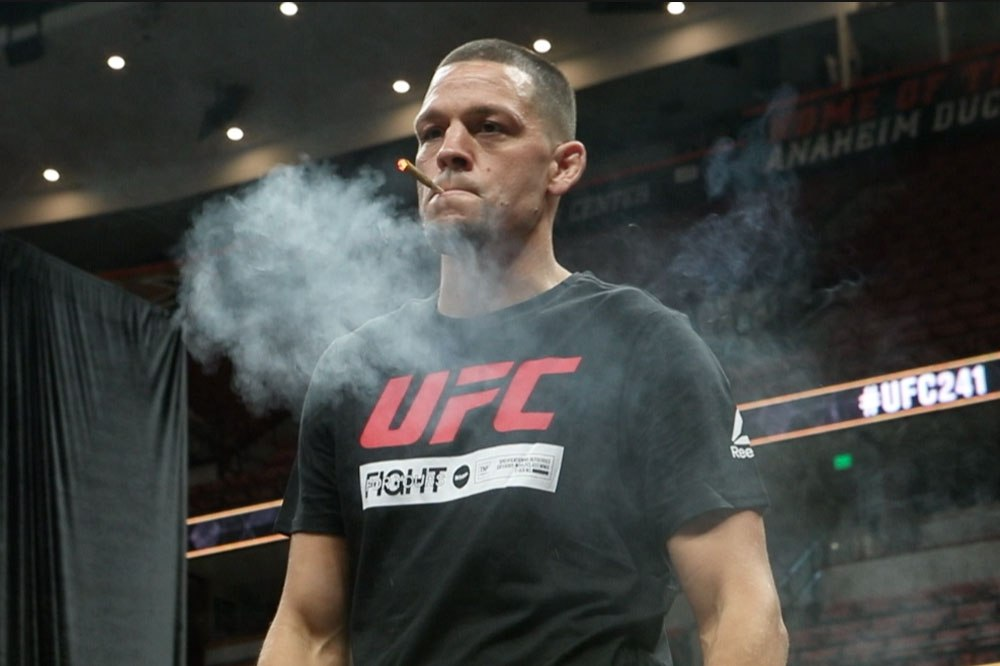 Nate Diaz smokes joint at UFC 263 press conference - Nate